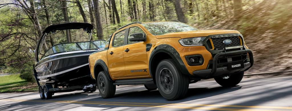 2020 Ford Ranger Wildtrak X towing  a boat